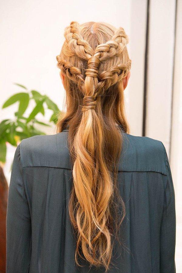 hair,clothing,hairstyle,braid,long hair,