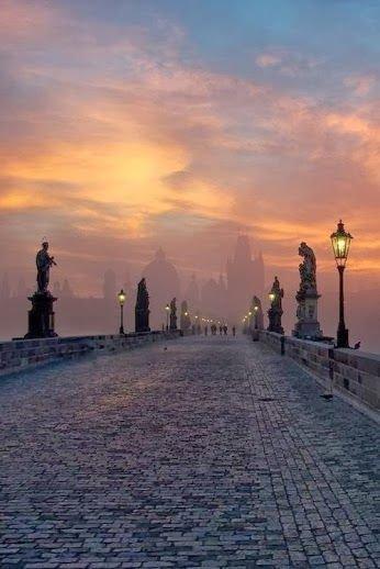 sky,horizon,atmospheric phenomenon,sunrise,dawn,