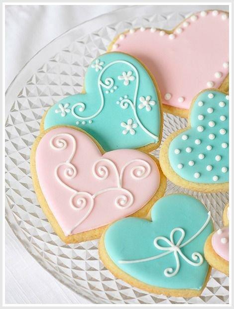 food,dessert,icing,heart,cake decorating,