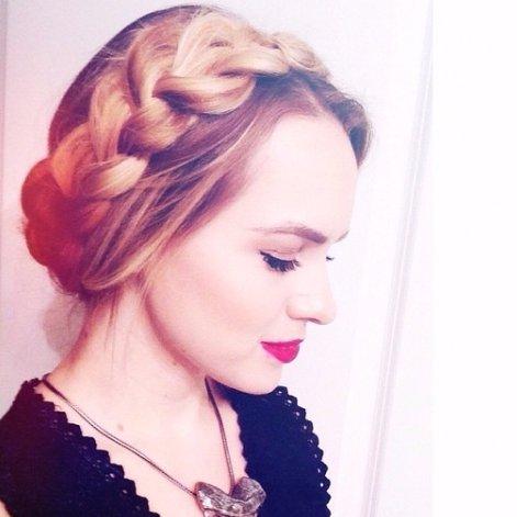 hair, clothing, hairstyle, long hair, fashion accessory,