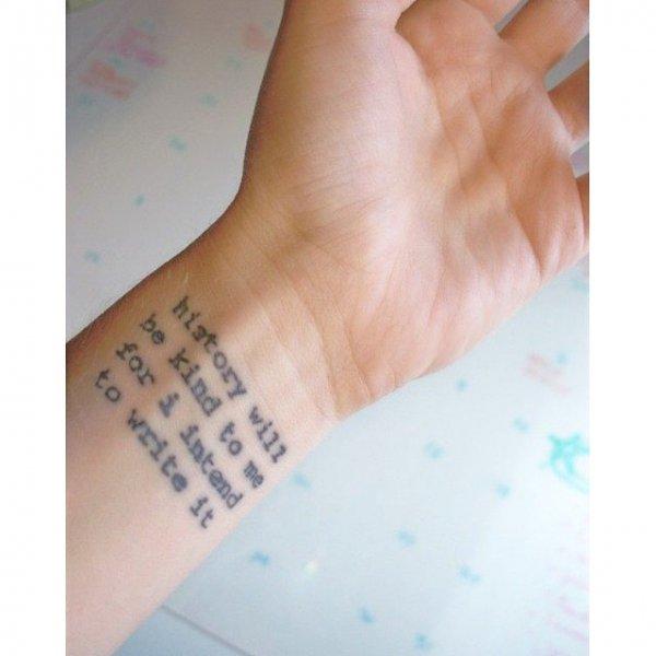 finger,skin,arm,hand,leg,