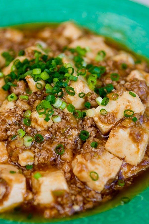 Mápó Dòufu (Tofu and Ground Beef in Chili Sauce)