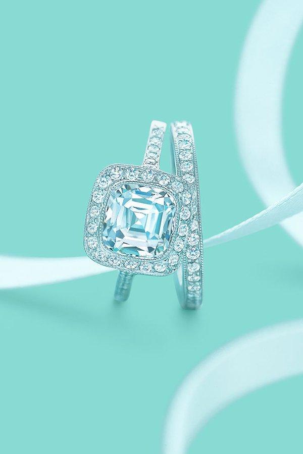 Engagement ring, Ring, Fashion accessory, Diamond, Jewellery,