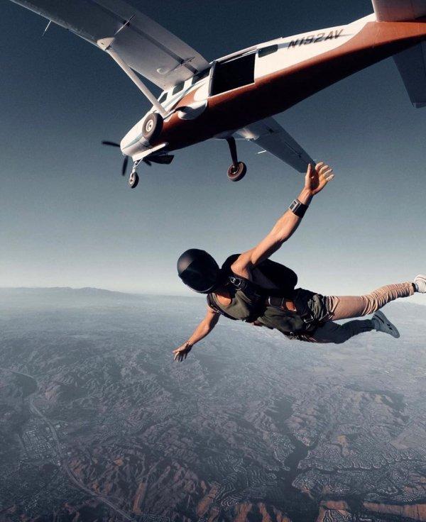Parachuting, Air sports, Jumping, Sky, Atmosphere,