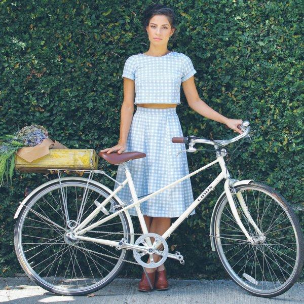 bicycle,road bicycle,vehicle,land vehicle,racing bicycle,