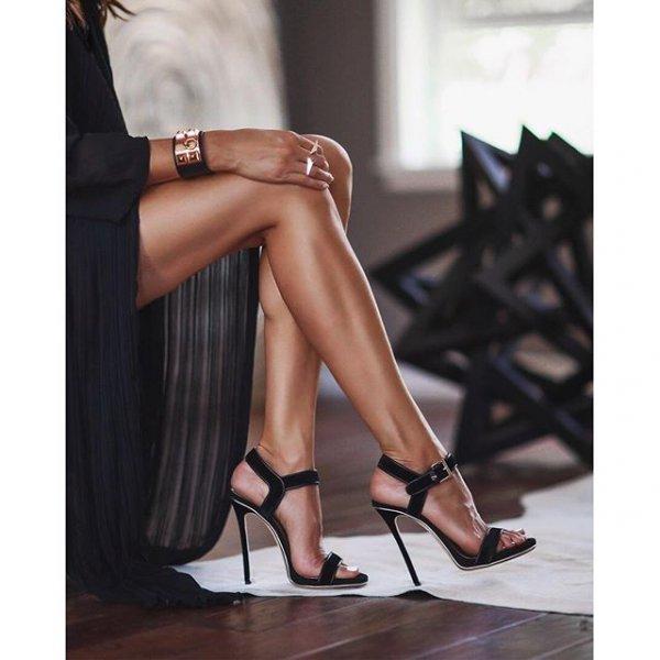 clothing, footwear, leg, brown, high heeled footwear,