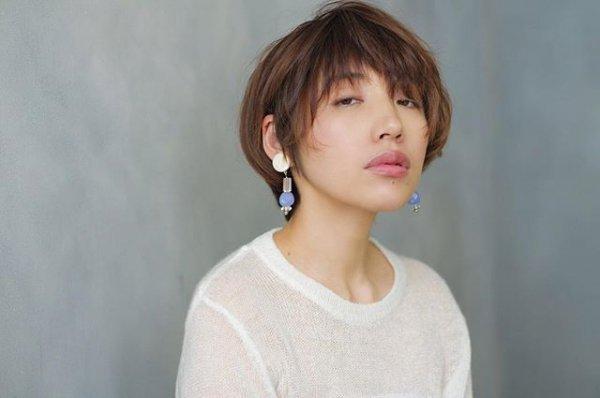 hair, hairstyle, human hair color, chin, shoulder,