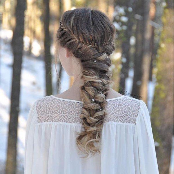 clothing, hair, hairstyle, woman, long hair,