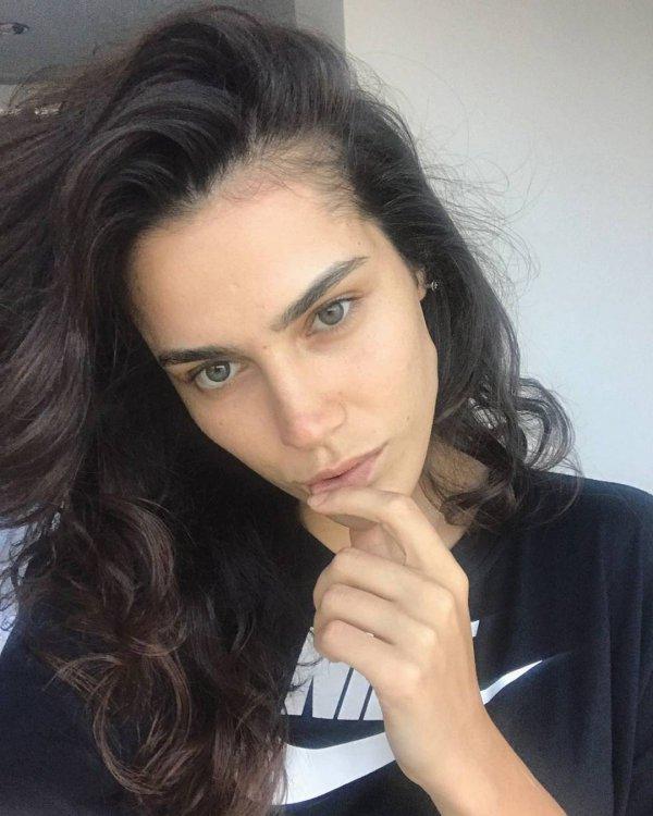 eyebrow, beauty, chin, hairstyle, forehead,
