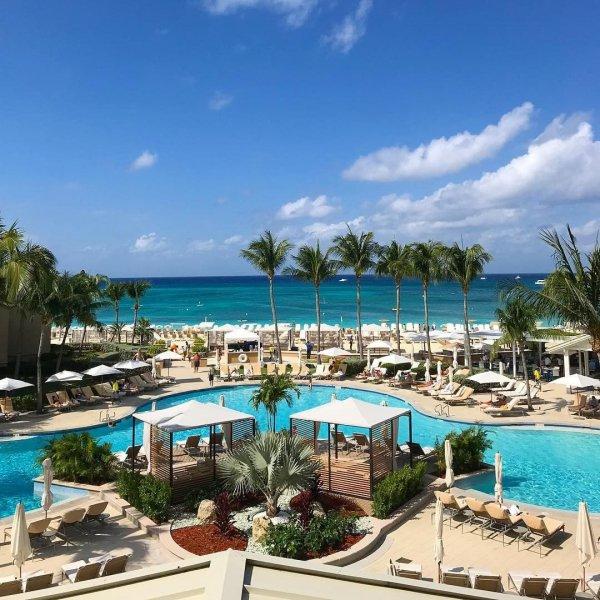 Resort, Swimming pool, Property, Sky, Vacation,