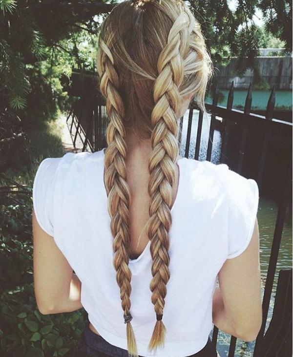 hair,clothing,hairstyle,long hair,blond,