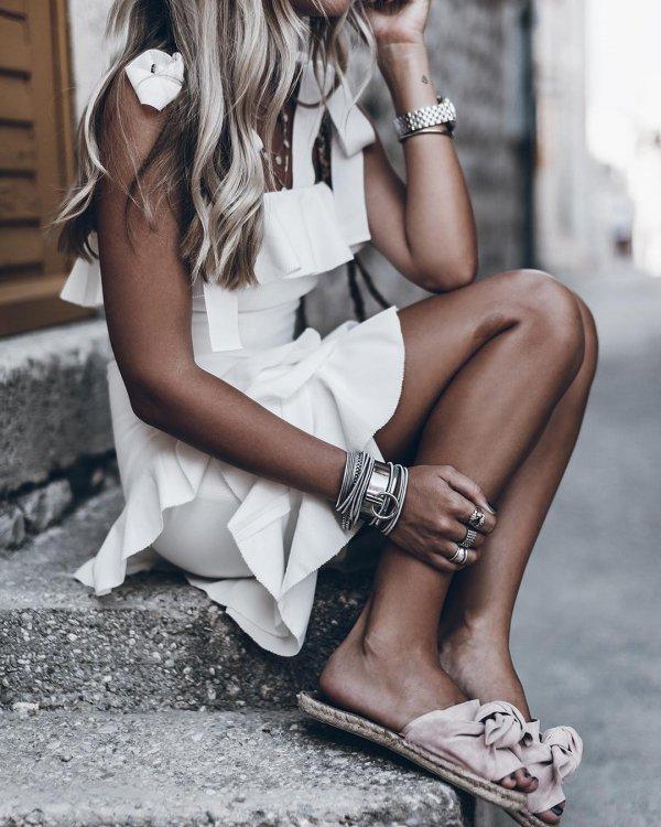 footwear, fashion model, shoe, leg, joint,