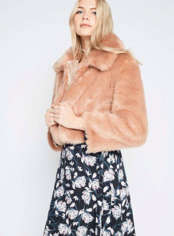 clothing, fur clothing, fur, leather, sleeve,