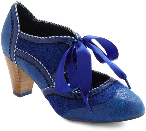 Azure-Footed Heel