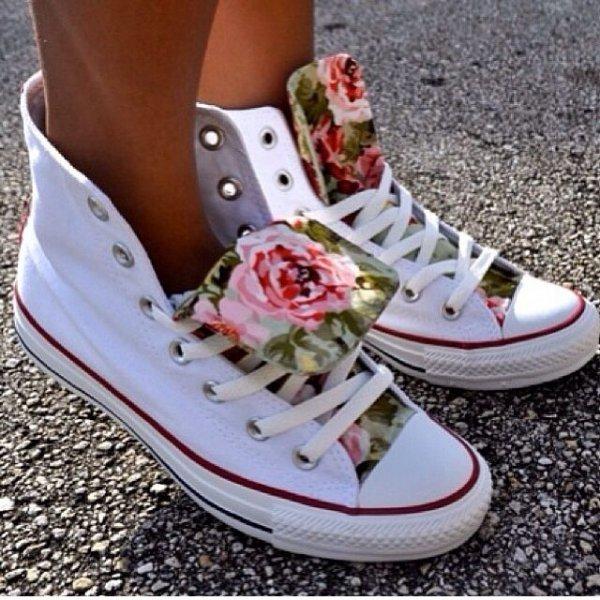 footwear,shoe,sneakers,leg,spring,