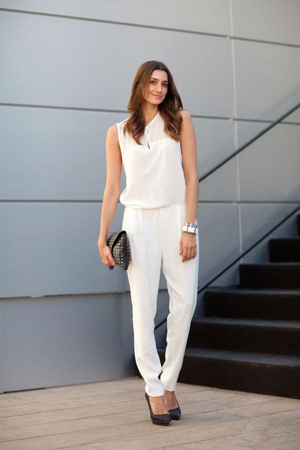 62696bb9180 9 Fab Street Style Ways to Wear White Pants ...