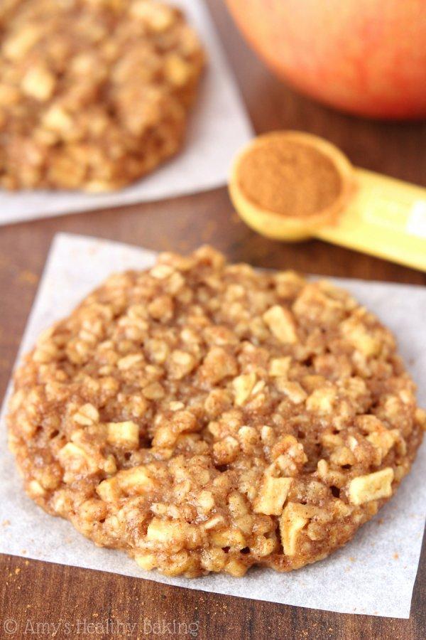 Clean-Eating Apple Pie Oatmeal Cookies