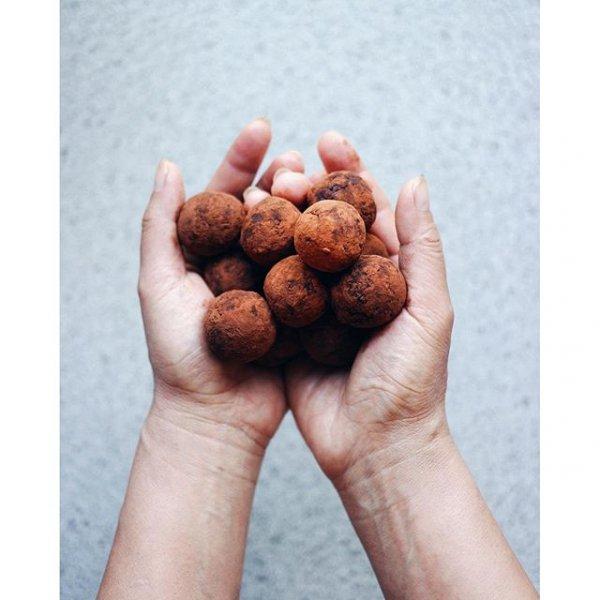 mushroom, edible mushroom, produce, hand, finger,