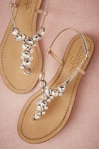 footwear,jewellery,shoe,fashion accessory,chain,