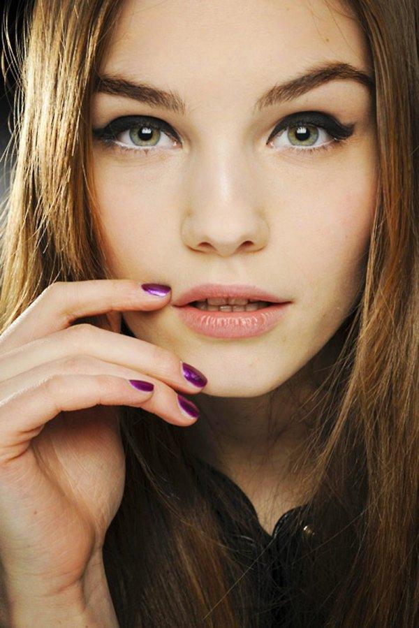 face,hair,facial expression,eyebrow,lip,