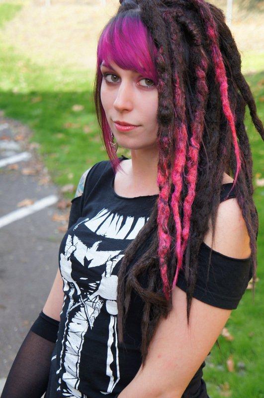 hair,clothing,hairstyle,black hair,lady,