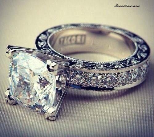 jewellery,fashion accessory,platinum,wedding ring,gemstone,