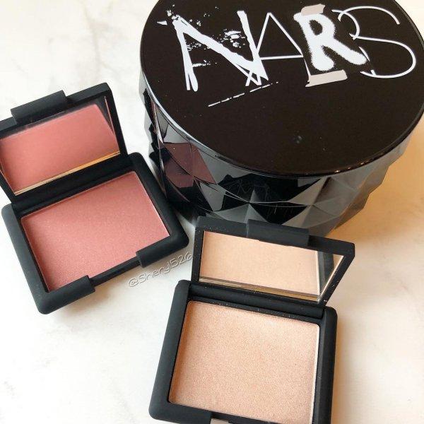 Face powder, Cosmetics, Eye shadow, Product, Beauty,
