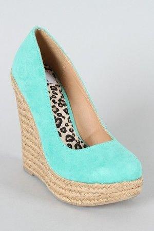 footwear,shoe,leg,leather,outdoor shoe,