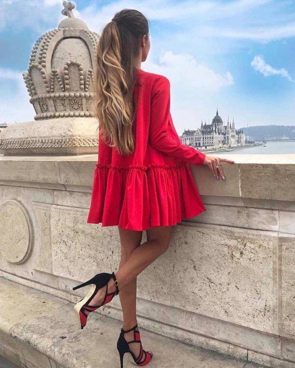 clothing, footwear, fashion model, shoulder, shoe,
