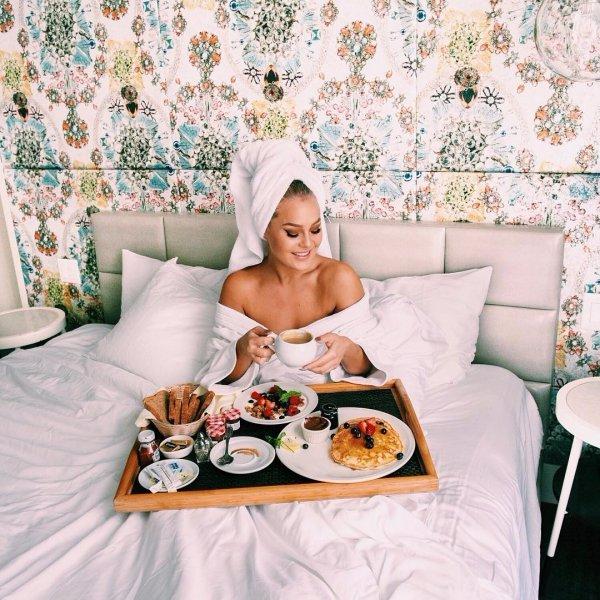 room, bed sheet, spring, textile, wallpaper,