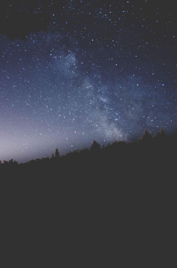 sky,atmospheric phenomenon,galaxy,night,atmosphere,