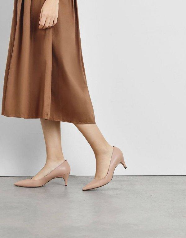 Human leg, Leg, Footwear, High heels, Tan,