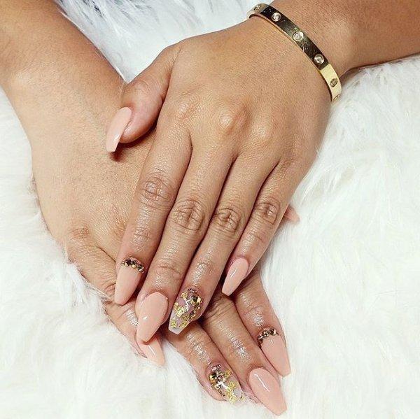 finger, nail, hand, leg, jewellery,