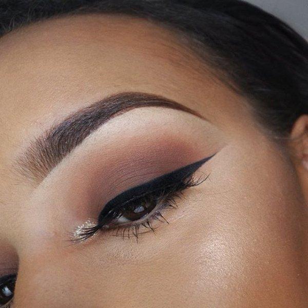eyebrow,face,eye,cheek,eyelash,