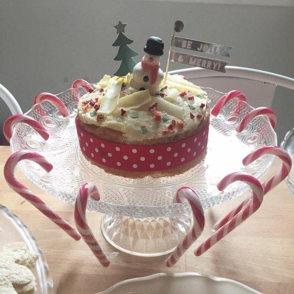 food, pink, cake, dessert, buttercream,