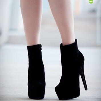 footwear,high heeled footwear,leg,shoe,fashion,