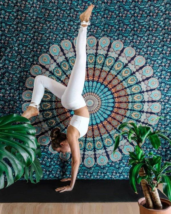Leg, Physical fitness, Leggings, Acrobatics, Stretching,