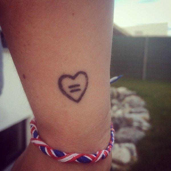tattoo,arm,skin,leg,finger,