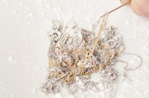 Untangle Chains Using Baby Powder