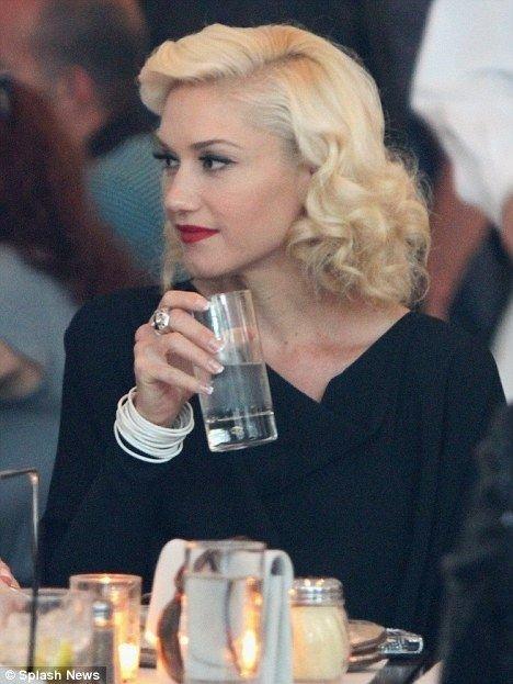 Gwen Stefani Retro Hairstyle