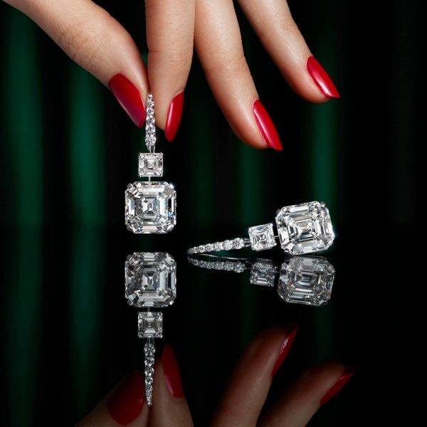 Hand, Body jewelry, Light, Black, Finger,