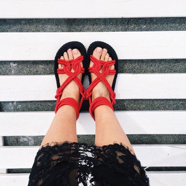 clothing, footwear, fashion accessory, shoe, sandal,