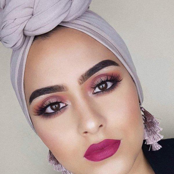 eyebrow, beauty, lip, human hair color, chin,