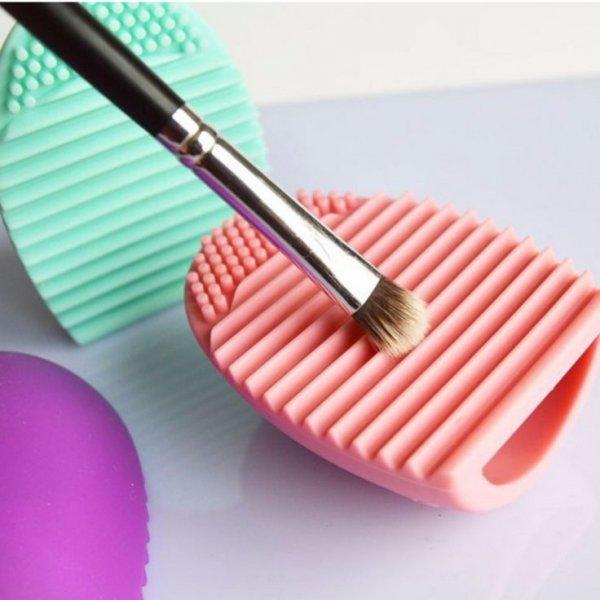 Pink, Circle, Heart, Cosmetics, Fashion accessory,