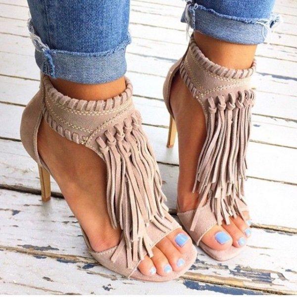 footwear,leg,shoe,thigh,spring,