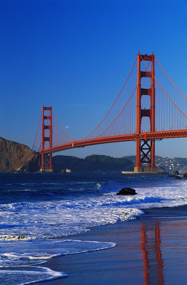 Golden Gate Bridge: San Francisco, California, USA