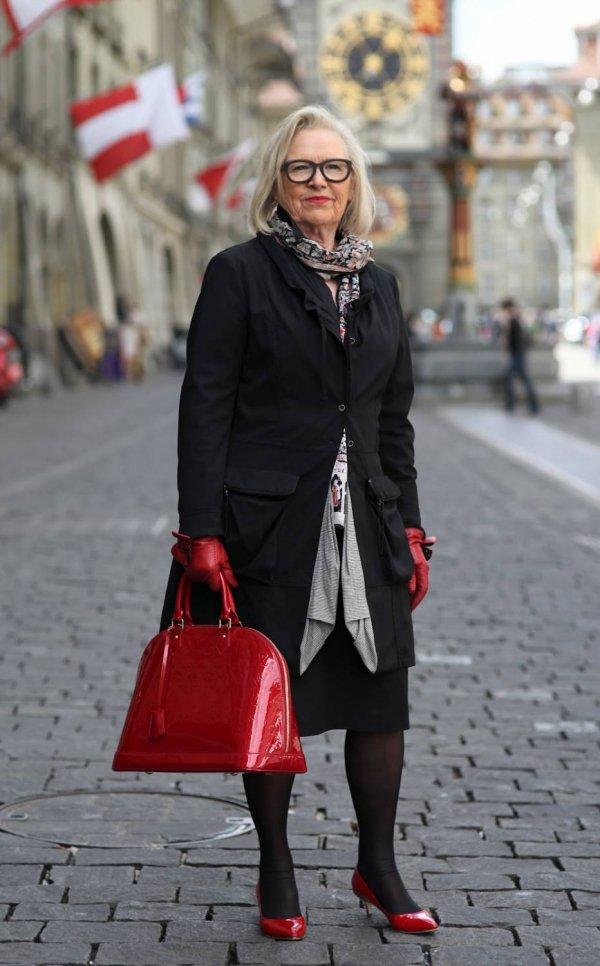 Don't Forget a Stylish Handbag