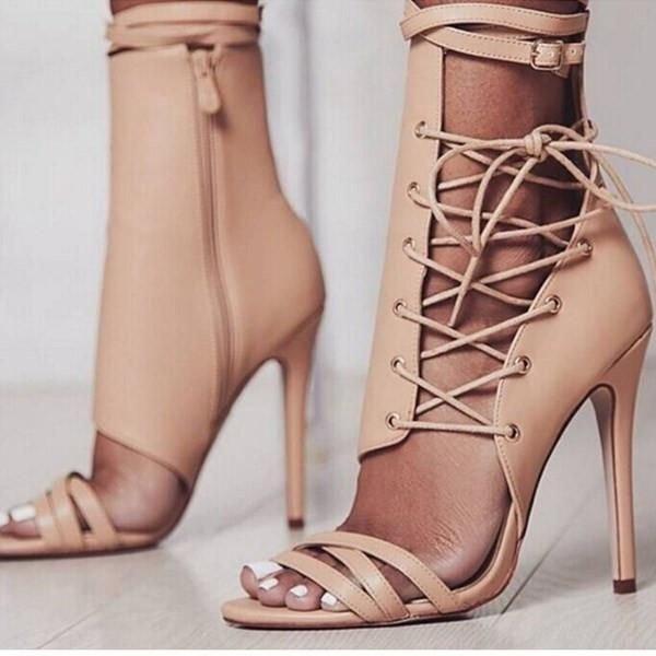 high heeled footwear, footwear, shoe, human leg, sandal,