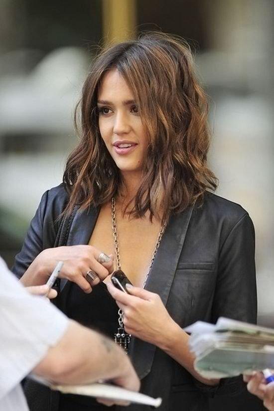 hair,person,supermodel,brown hair,white collar worker,