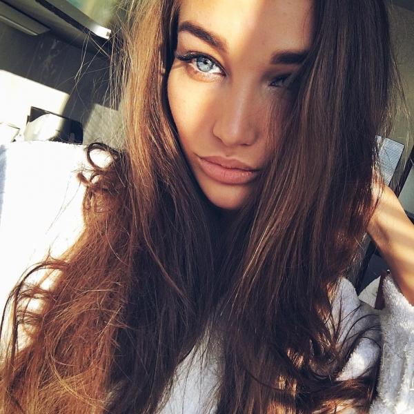 hair,human hair color,face,person,black hair,